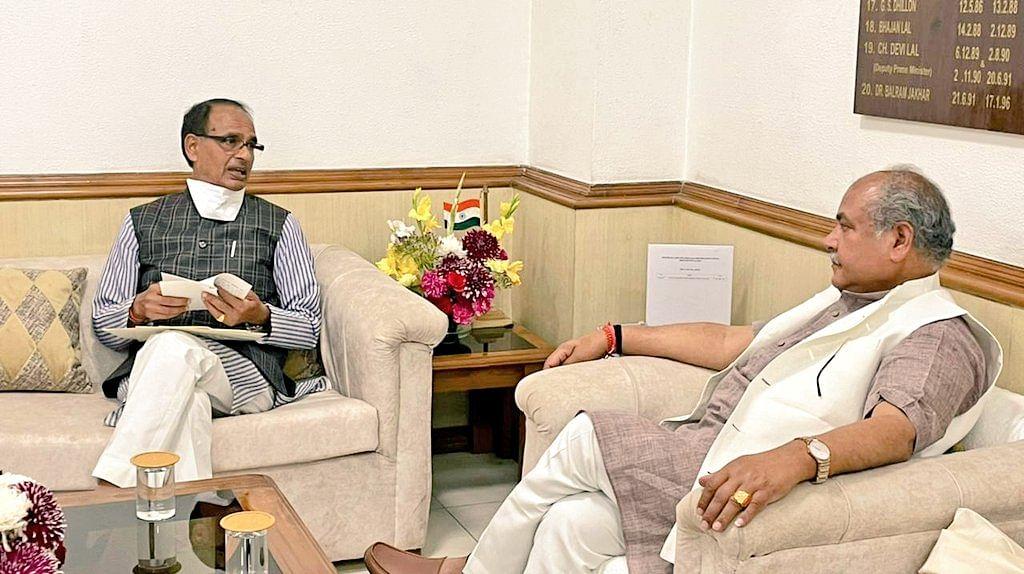 Madhya Pradesh: CM Shivraj Singh Chouhan meets Tomar; seeks more urea, procurement under PSS