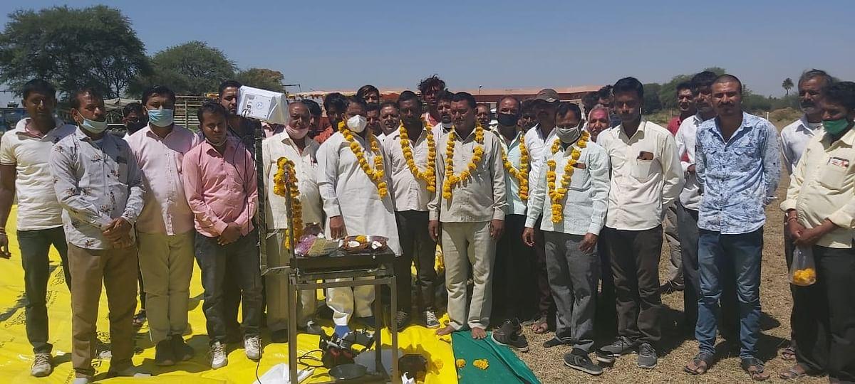 Congress MLA Murli Morwal (centre) inaugurated wheat procurement centre at Pir-Hajaylar village on Tuesday