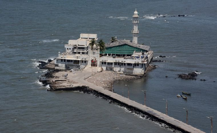 One of the pilgrim and religious places in Mumbai, the Haji Ali Dargah was shut. Devotees were prohibited to enter mosques and many other religious institutions during the lockdown