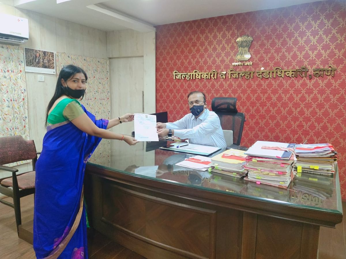 BJP leader Hetal Parmar handing over the letter to the district collector on Wednesday