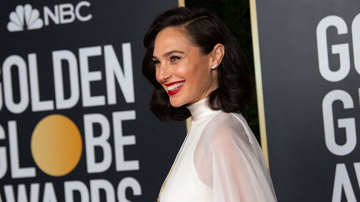 'Wonder Woman' star Gal Gadot announces third pregnancy with unseen family picture