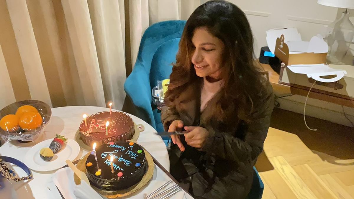 Tulsi Kumar is happy to have a working birthday, celebrates on the sets of her new song