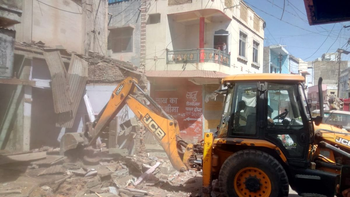 Madhya Pradesh: House obstructing traffic arrangements of Lakkadpitha overbridge in Mandsaur demolished