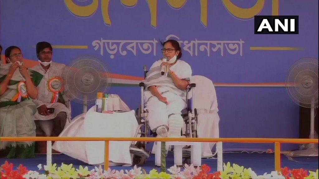 BJP only distributes money for horsetrading: Mamata Banerjee