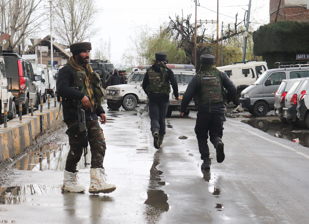 Army men rush near the spot of the militant attack in the Sopore area of Jammu and Kashmir.