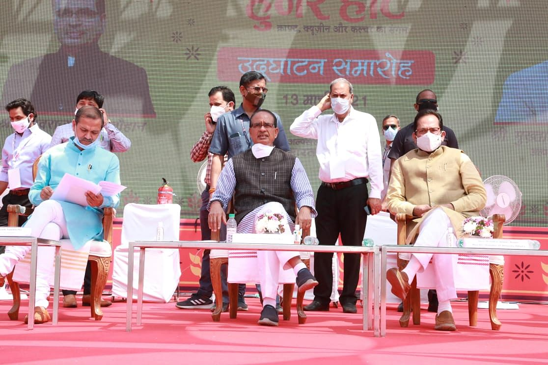 Chief minister Shivraj Singh Chouhan, Union Minister for Minority Affairs Mukhtar Abbas Naqvi look at products at Hunar Haat inaugural function in Bhopal on Saturday