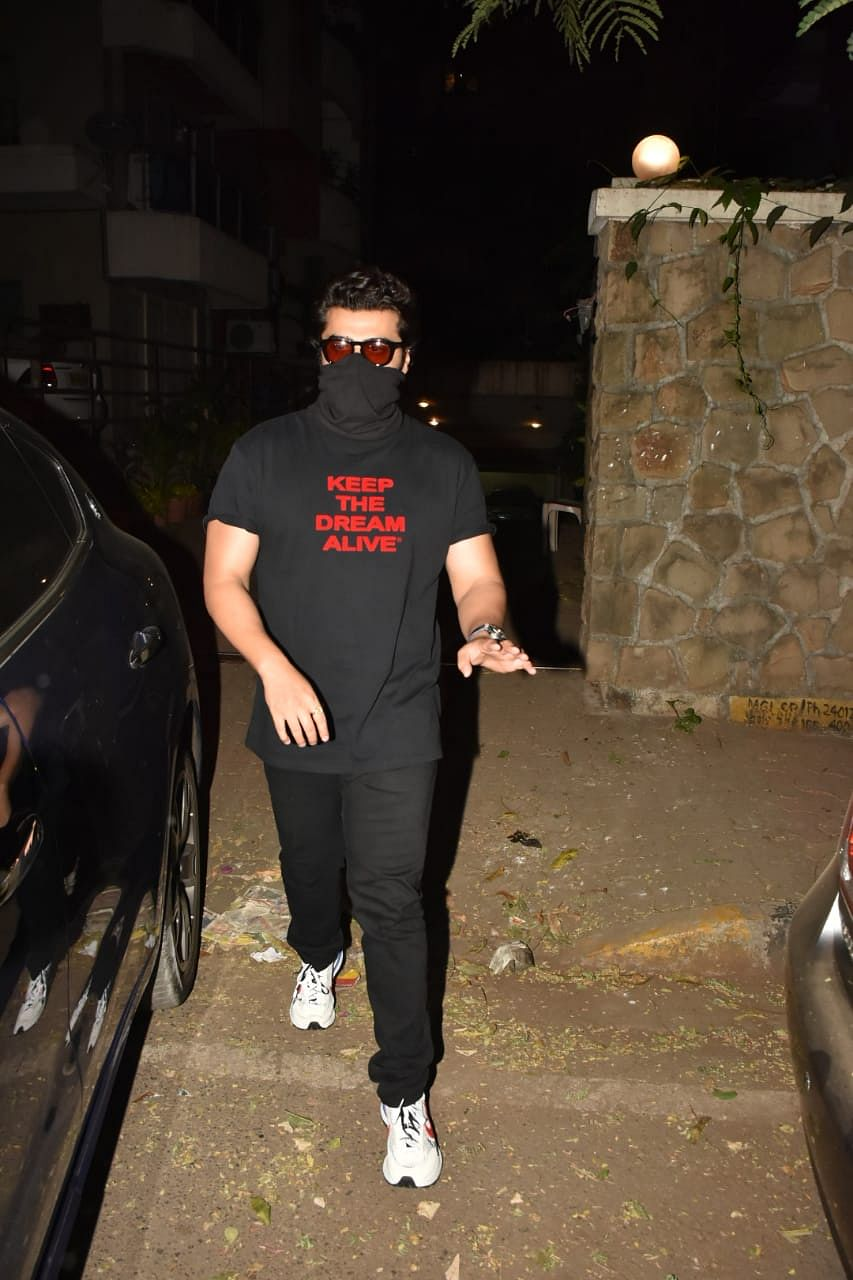 'Yeh galat hai': Arjun Kapoor blasts paparazzi who climbed a wall to photograph him and Malaika Arora