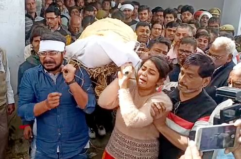 The Girl carries the dead body of her father to the crematorium who was shot dead after filling complaint against sexual harassment of his daughter, in Hathras on Tuesday