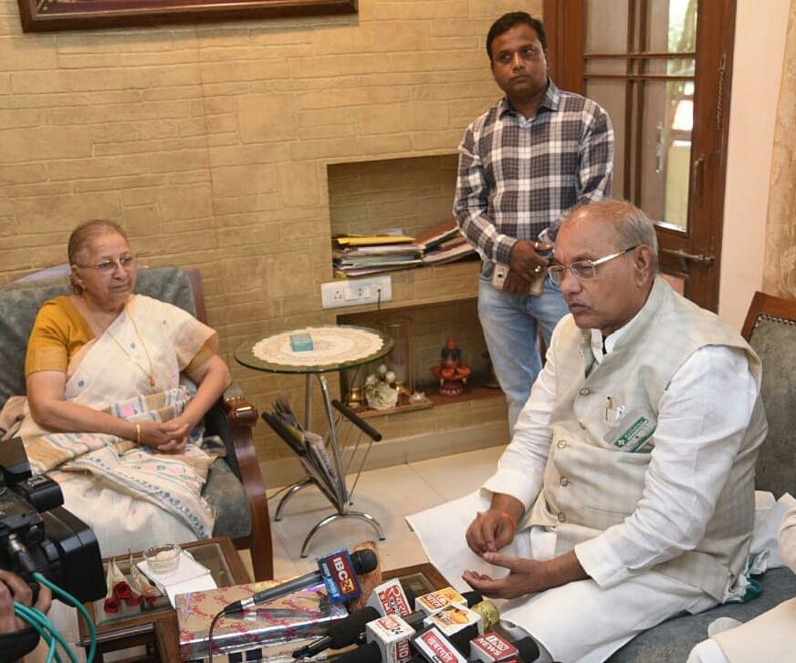 State Assembly Speaker Girish Gautam meets former Lok Sabha Speaker Sumitra Mahajan during his visit to the city.
