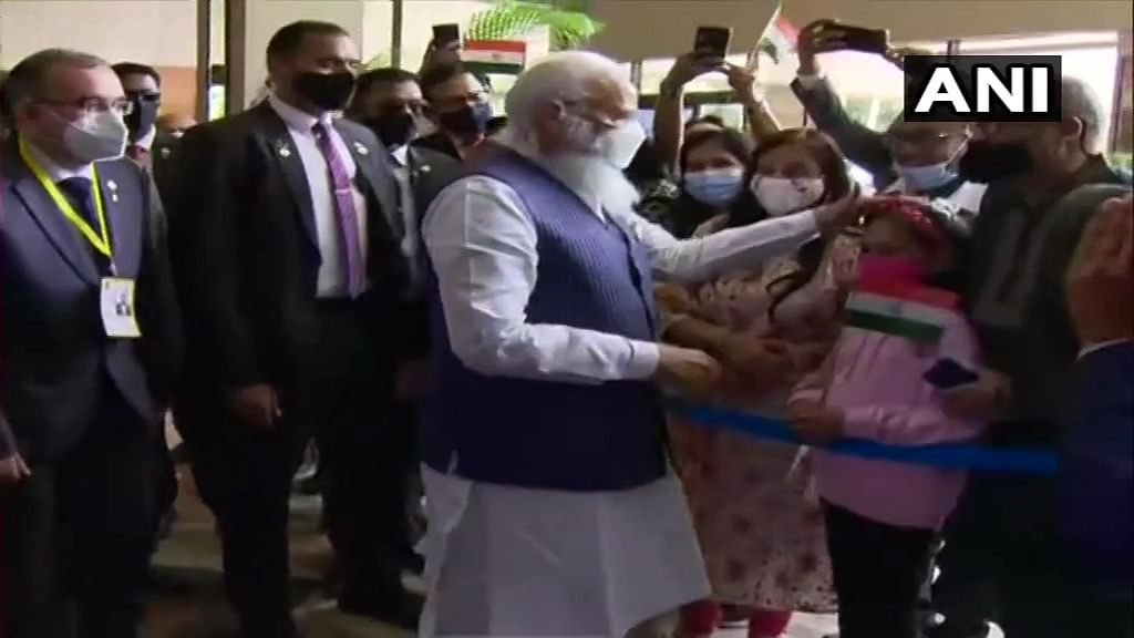 Prime Minister Narendra Modi being welcomed by members of the Indian diaspora in Bangladesh, at a hotel in Dhaka.