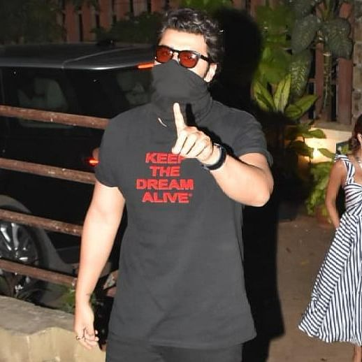 'Yeh galat hai': Arjun Kapoor blasts paparazzi who climbed a wall to photograph him and Malaika Arora