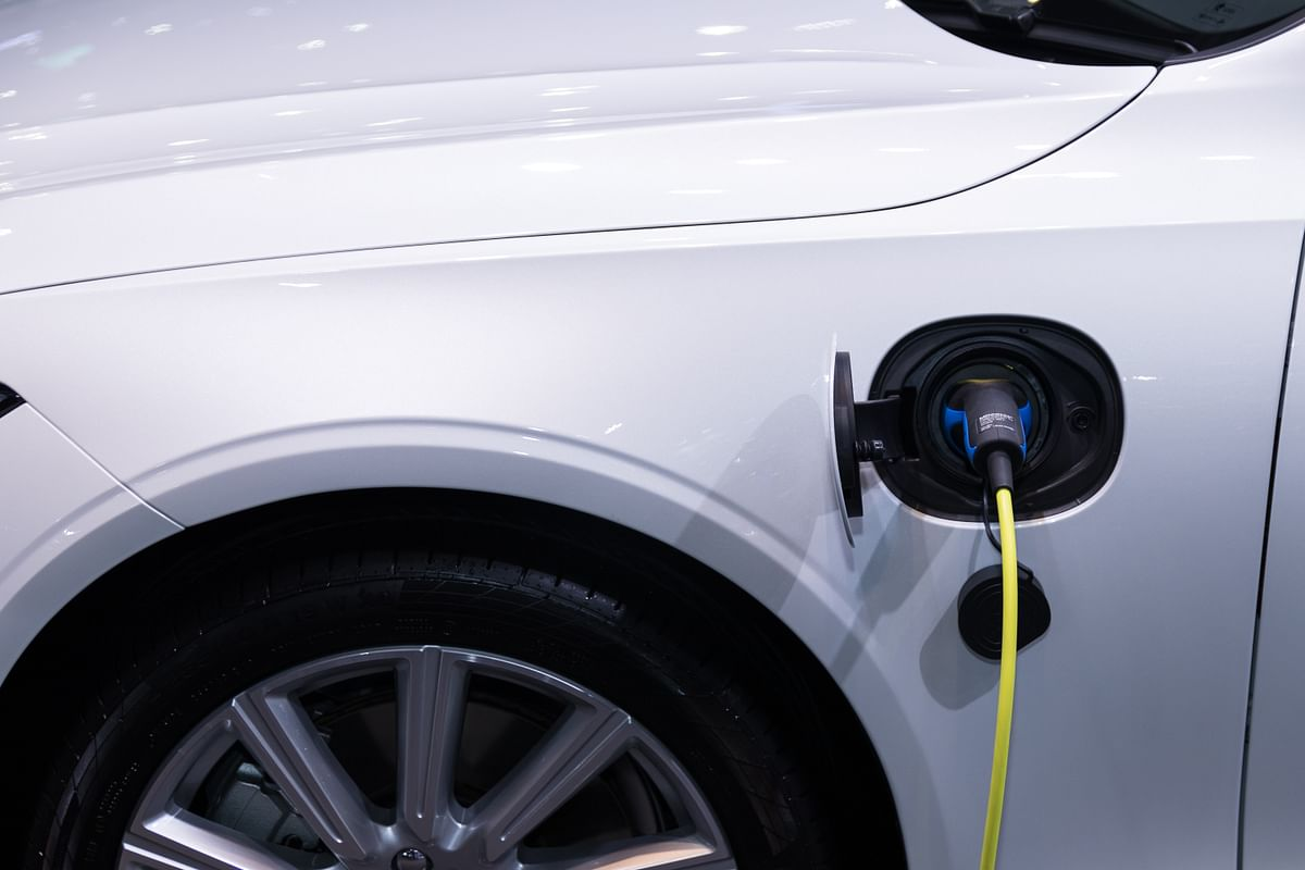 Sales of EVs in India fell 20% in FY 2021 to 2,36,802 units: SMEV