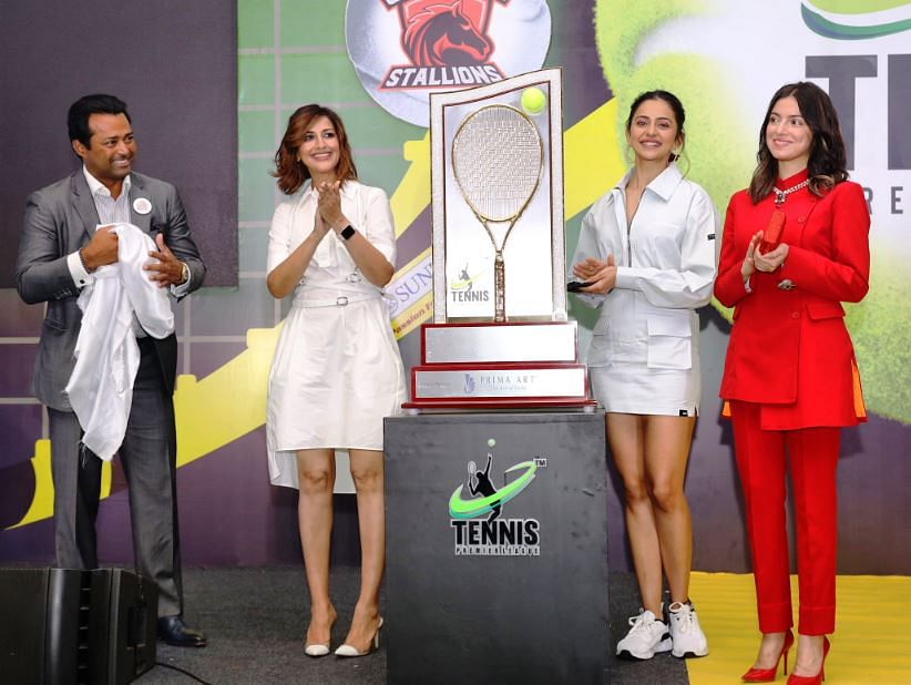 At the unveiling of the Trophy from (left) Leander Paes, along with Bollywood personalities Sonali Bendre, Rakul Preet Singh, and producer Divya Khosla Kumar