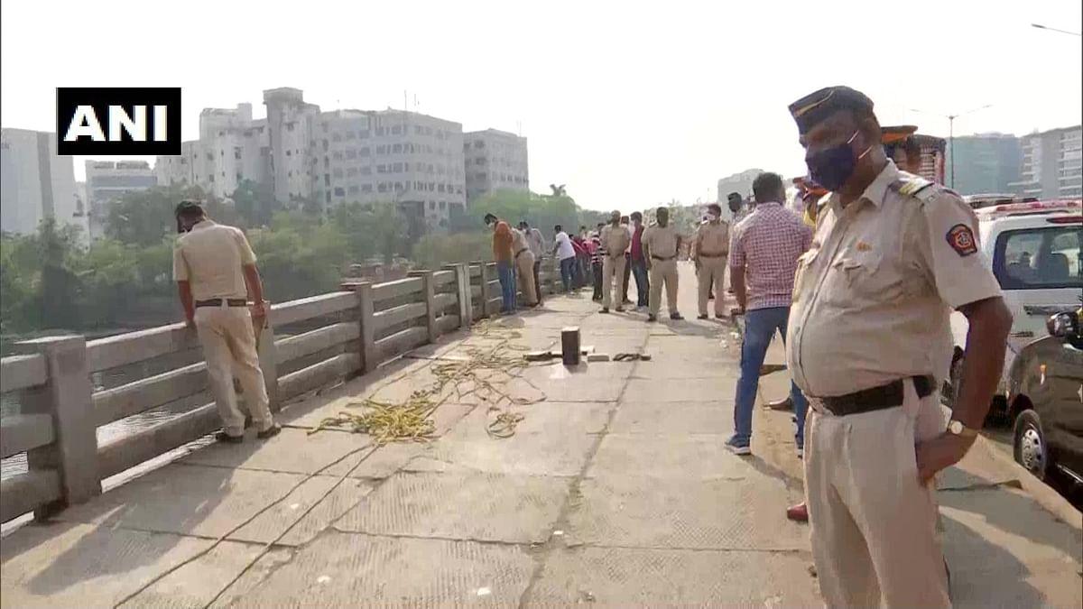 Mansukh Hiren death case: Sachin Vaze taken to bridge over Mithi river in Mumbai's BKC; divers recover CPU, number plate