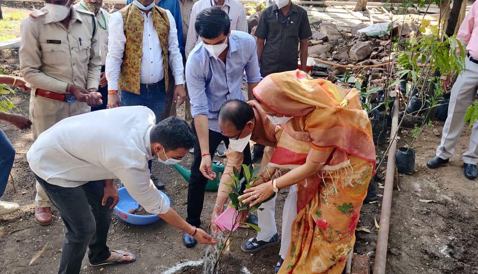 Madhya Pradesh: CM Shivraj Singh Chouhan celebrates his birthday by planting saplings