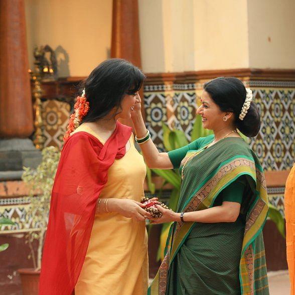 Did you spot Bhagyashree in Kangana's 'Thalaivi' trailer? Actress marks Bollywood comeback after 11 years