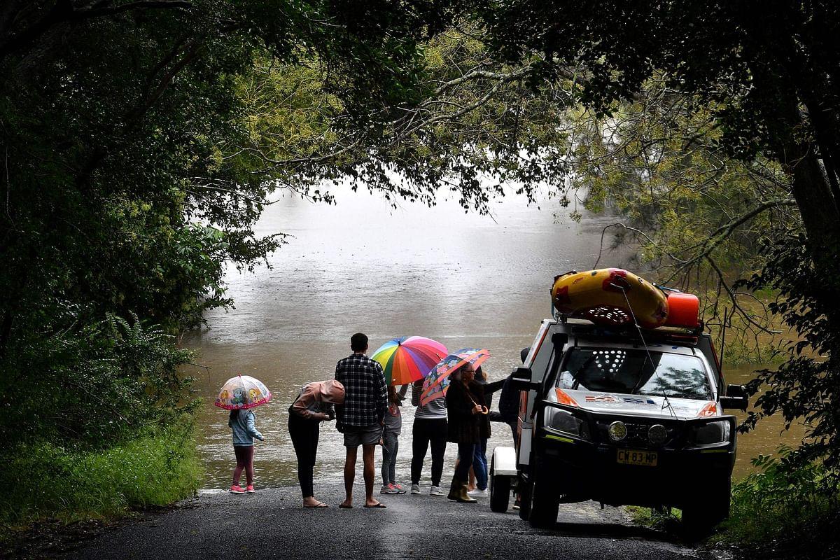 Thousands evacuated in Australia floods