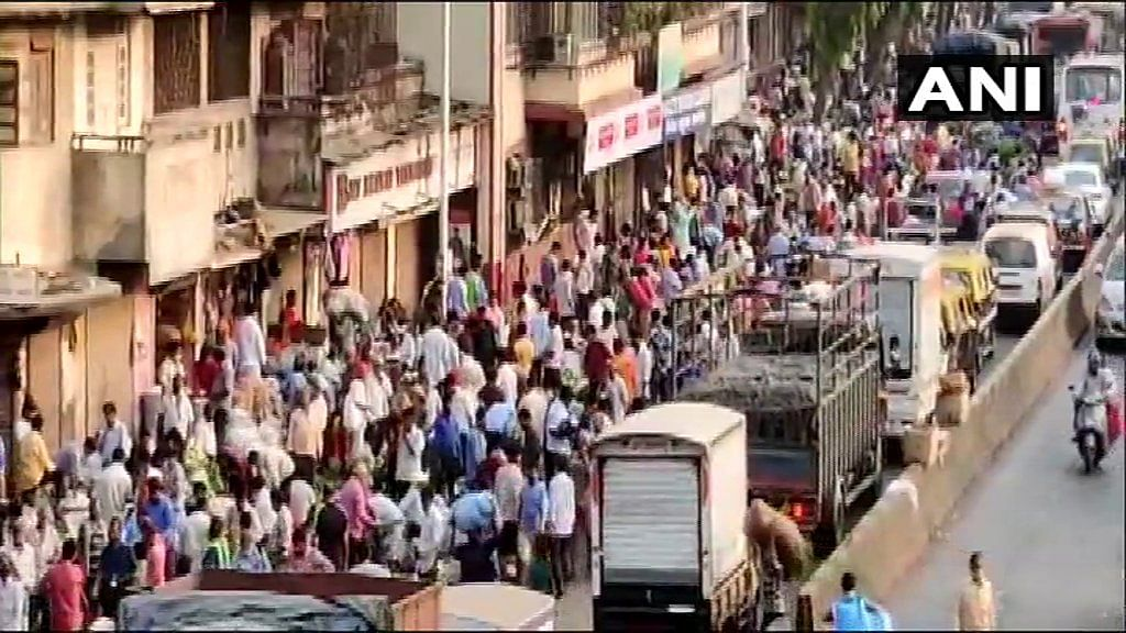 COVID-19 in Mumbai: Huge crowd seen at Dadar market, social distancing norms flouted