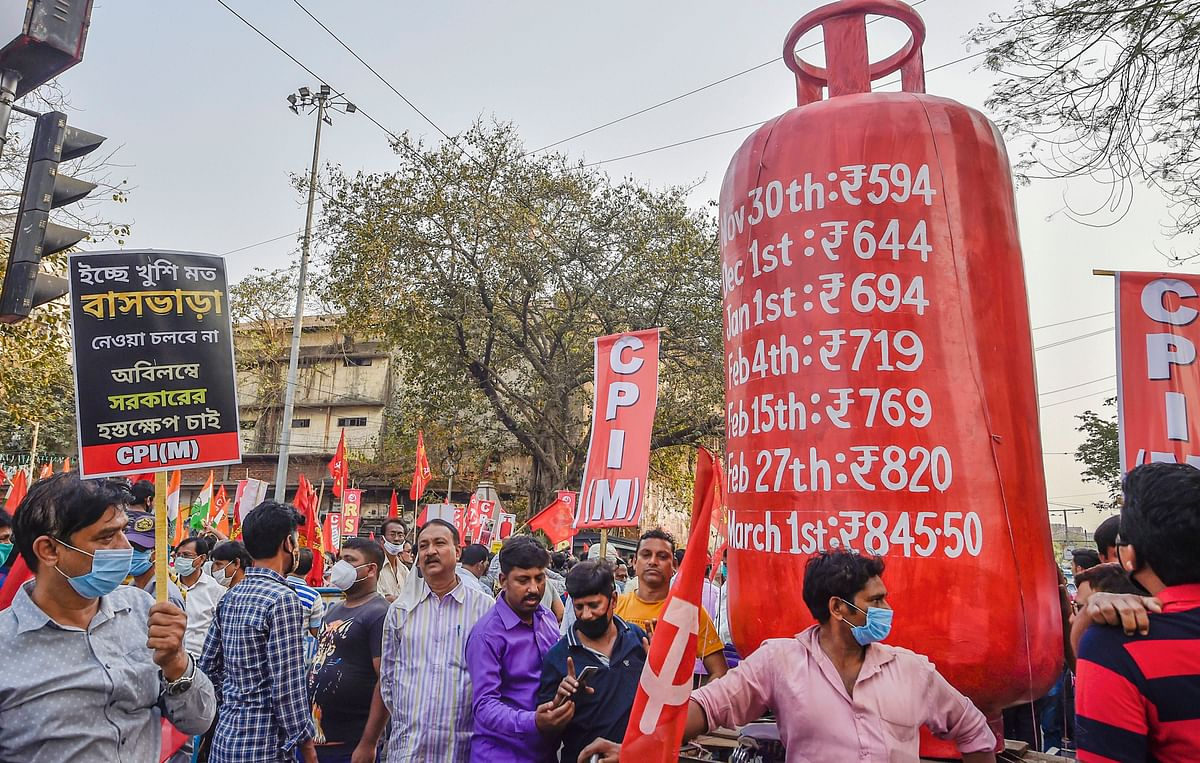 West Bengal: Left Front, Congress protest against petroleum price hike; Mamata to hold 'padayatra' at Siliguri