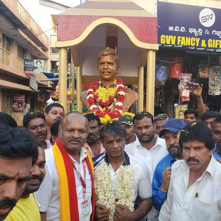 Duniya Vijay receives a heart-warming welcome by fans in Malur