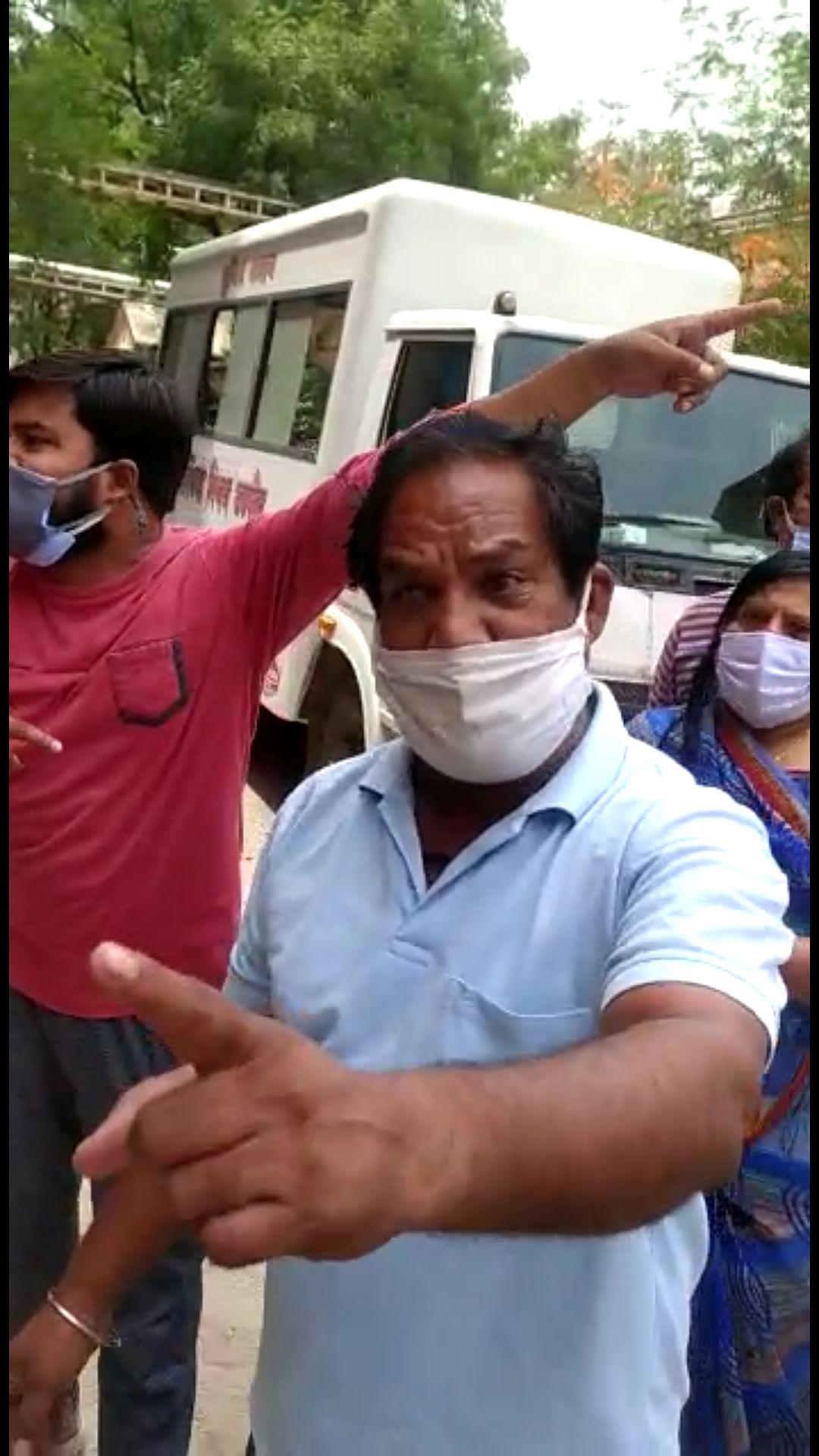 Ujjain: Ruckus at RDGMC; 'Doctors' get away with thrashing cop