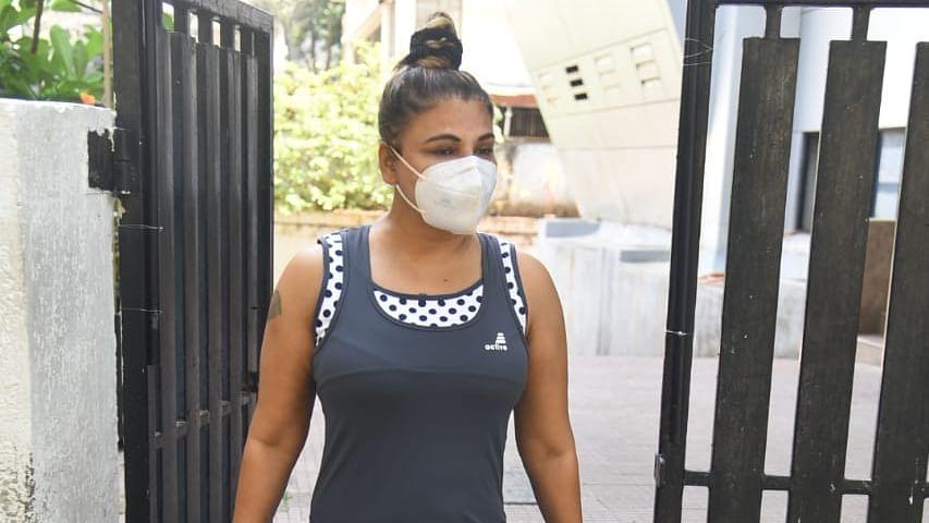 'Pura Mumbai band ho gaya': Rakhi Sawant lashes out at fan for not wearing mask amid COVID-19 pandemic