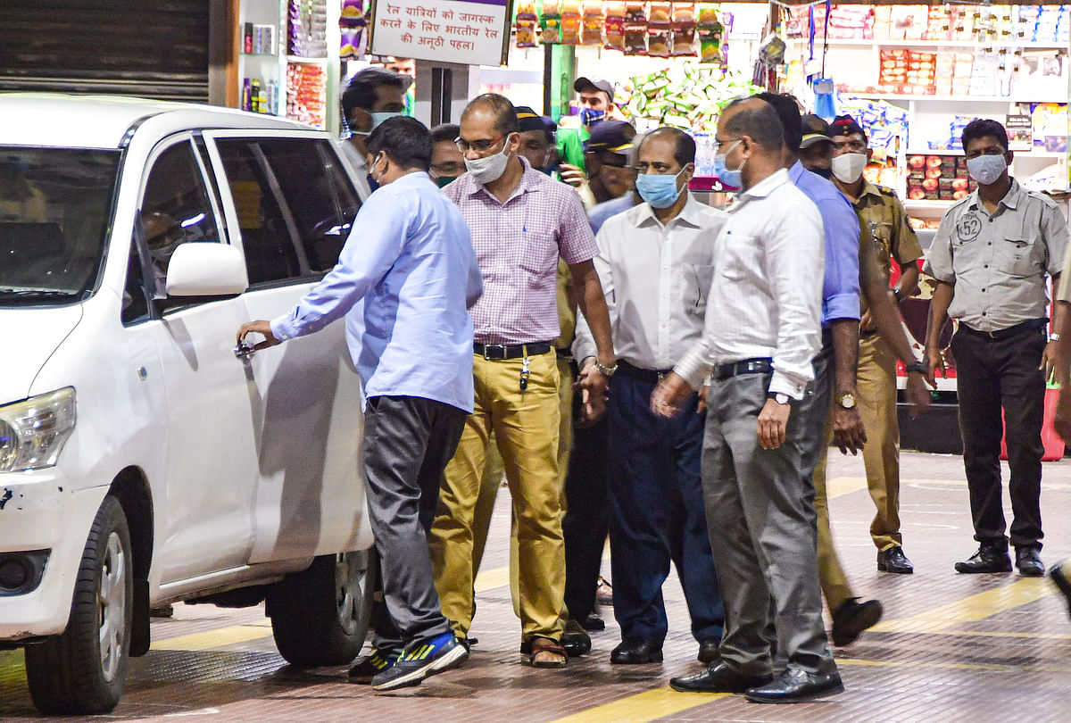 Antilia bomb scare probe: Suspended Mumbai cop Sachin Vaze sent to judicial custody till April 23