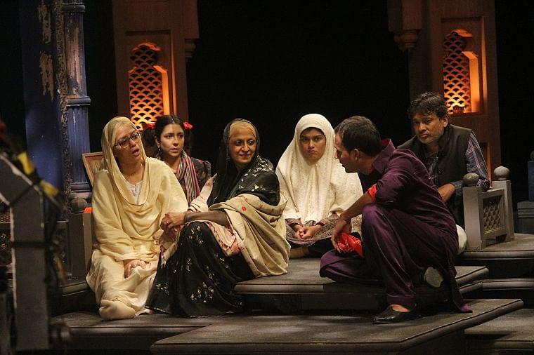 A still from the teleplay Aaj Rang Hai