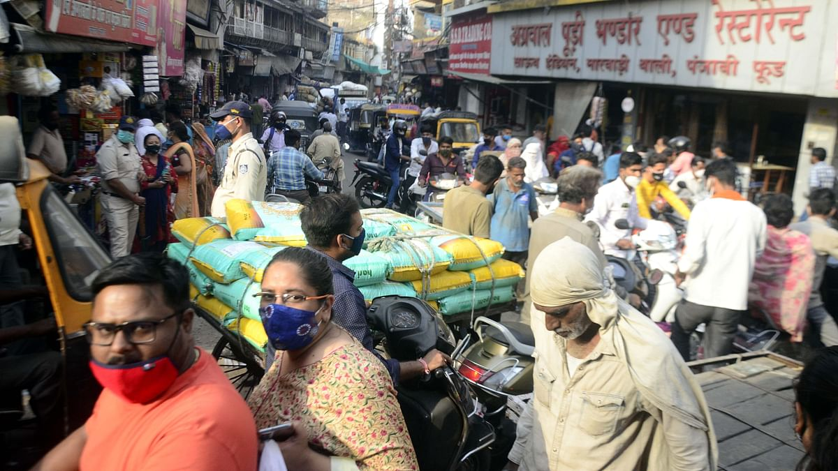 Bhopal: Ahead of lockdown, crowds swell at the markets