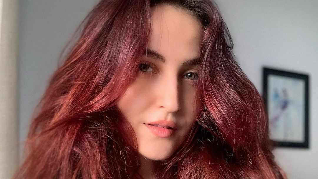 Why did Elli AvrRam have to take her own Covid-19 test in Sweden?