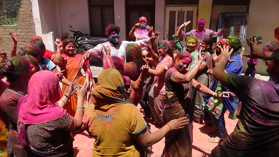 Nagda: Rangpanchami celebrated amidst Covid fear