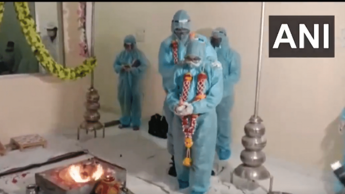 'Why is India so weird': Couple gets married in PPE kits after groom tests positive for COVID-19; WATCH viral video