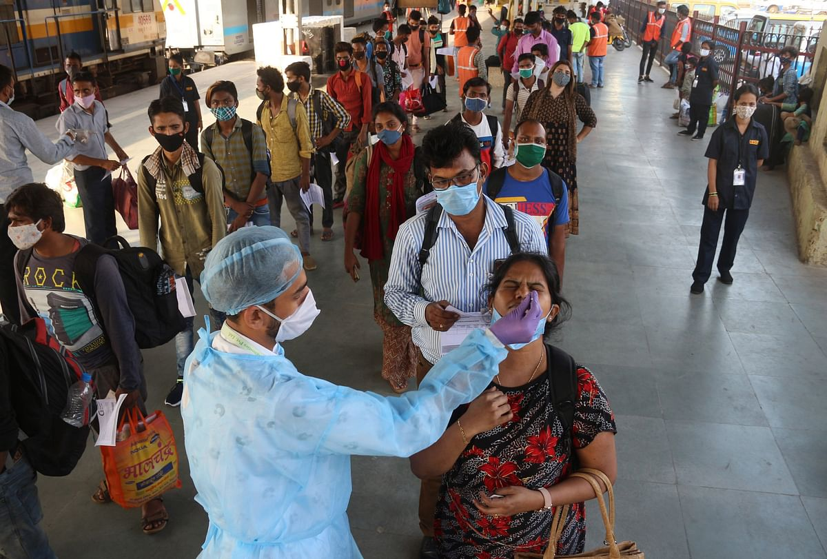 At 985, Maharashtra logs highest single-day Covid deaths, positive cases dip