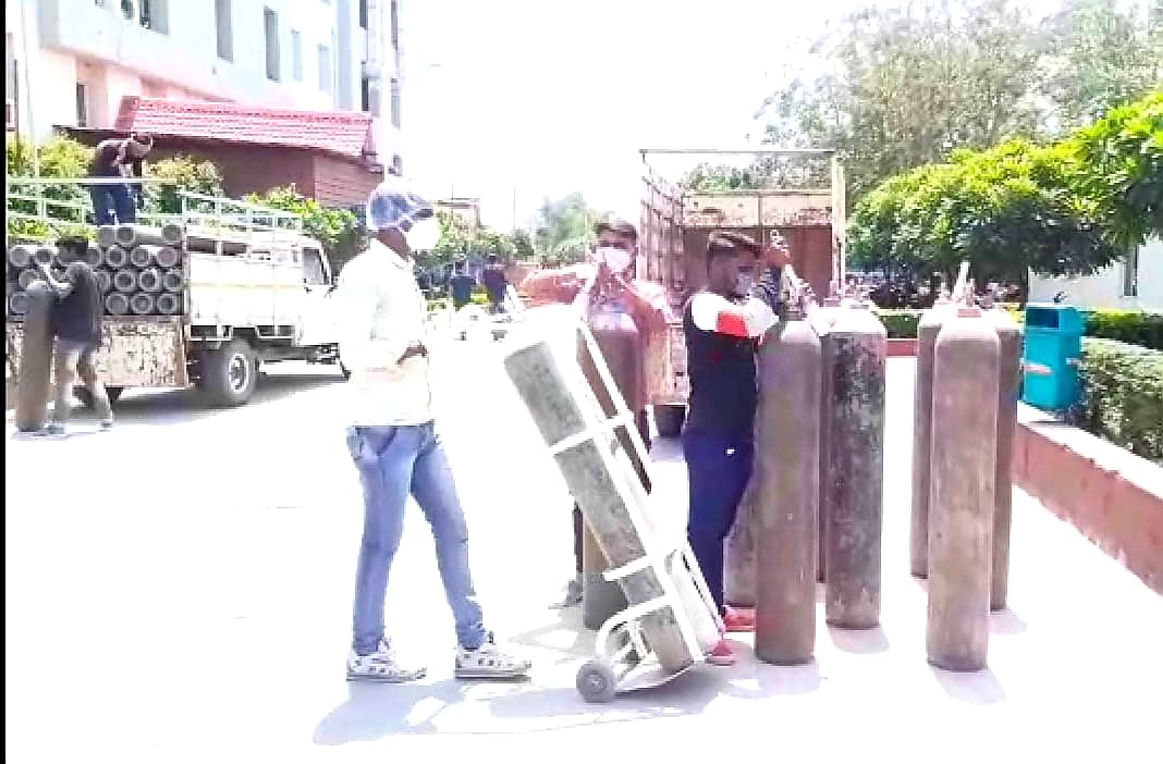 Indore: Administration collects 600 oxygen cylinders, refills for hospitals