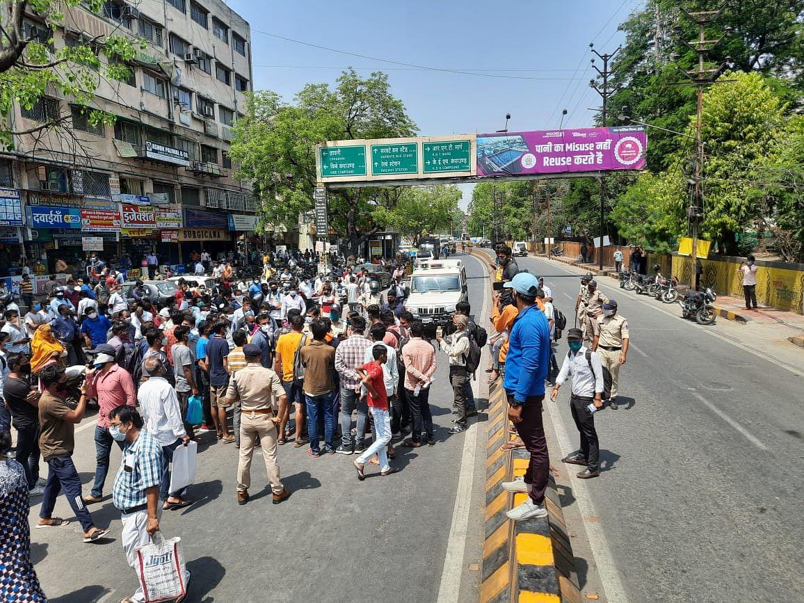 Indore: Remdesivir injection in short supply; people stage chakka-jam at Dawa Bazaar  