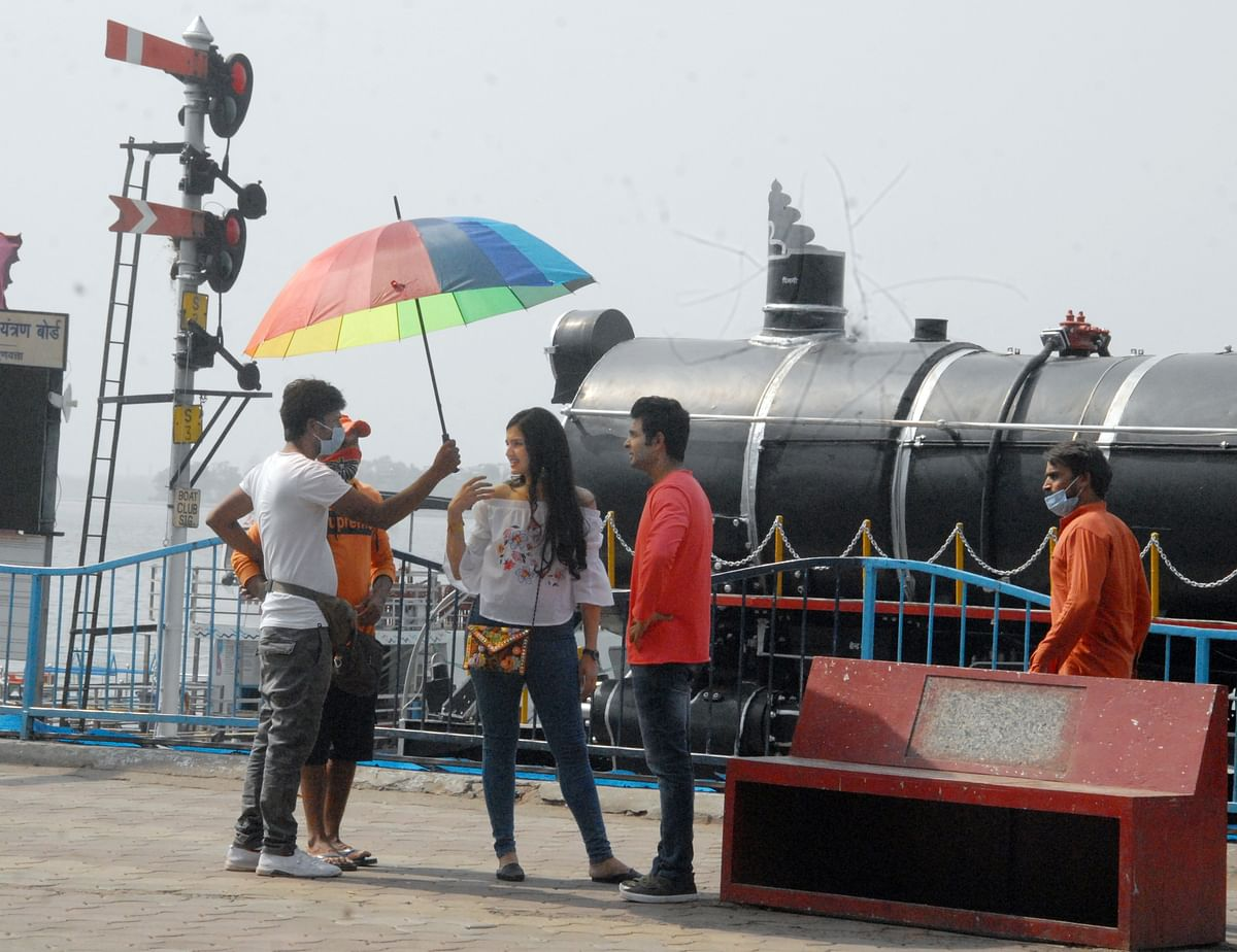 Bhopal: Film, TV, OTT production houses suspend their shooting schedule