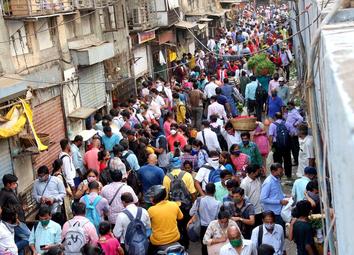 Gudi Padwa 2021: Even as COVID-19 cases soar, crowd gathers at Mumbai's Dadar flower market; see pics