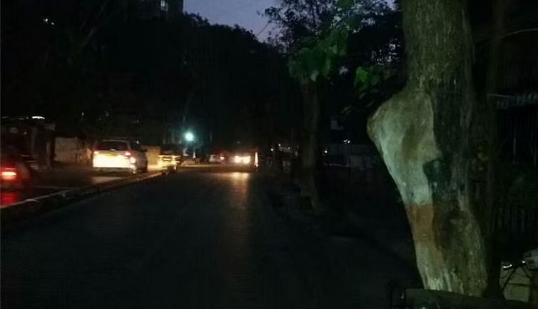 Streetlights in Mumbai: Around 2-3% of them are defunct, civilians take on social media to inform BEST
