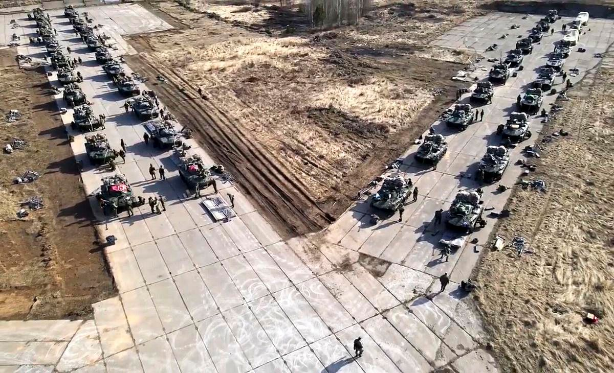 Russia orders troops back after massive drills in Crimea