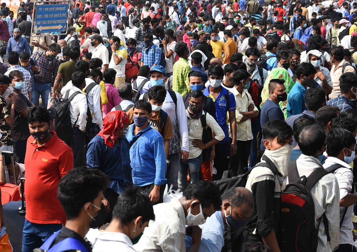 Mumbai: Amid 'janta curfew', migrant workers scramble for trains, buses to get back home