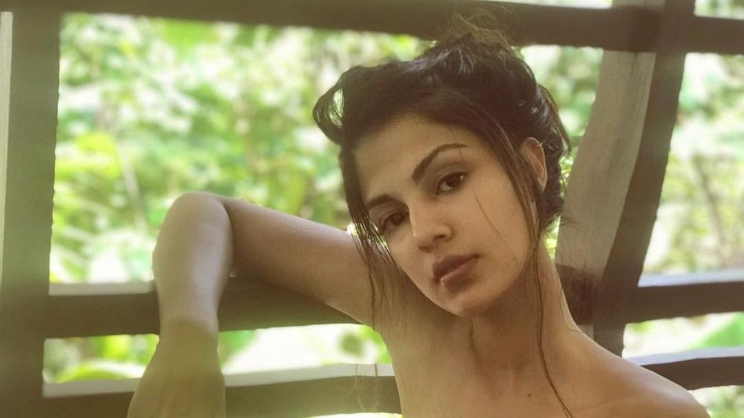 'DM me': Rhea Chakraborty comes forward to help people amid second wave of COVID-19