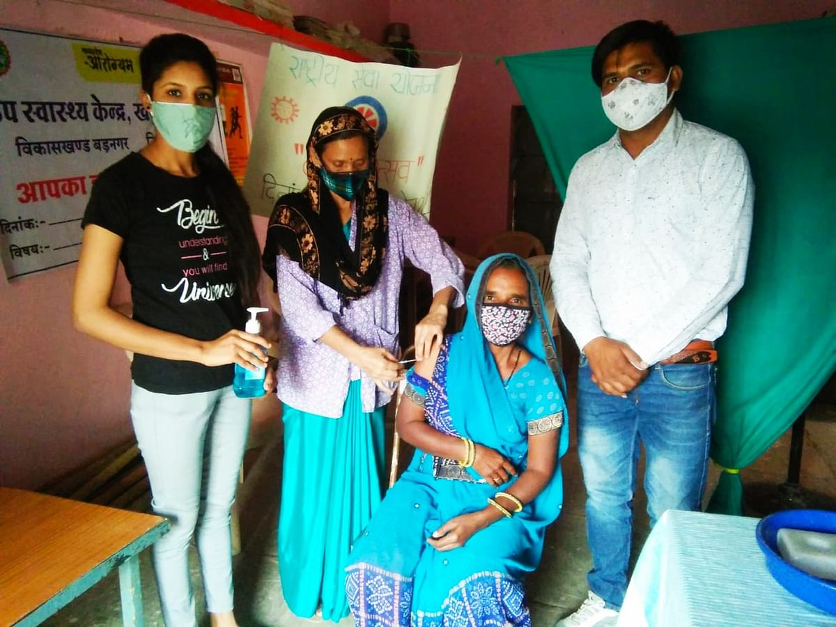 Ujjain: Girl students lead villagers to C-vax centre
