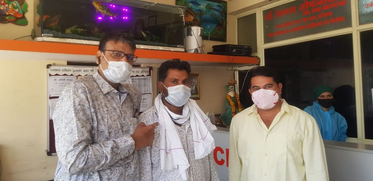 Doctor with patient (centre) in Sanawad on Thursday