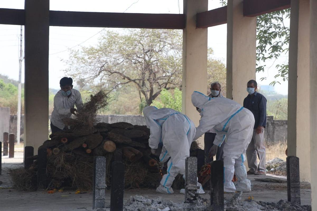 Madhya Pradesh: Media reports on bodies piling up creating panic, says BJP leader Kailash Vijayvargiya