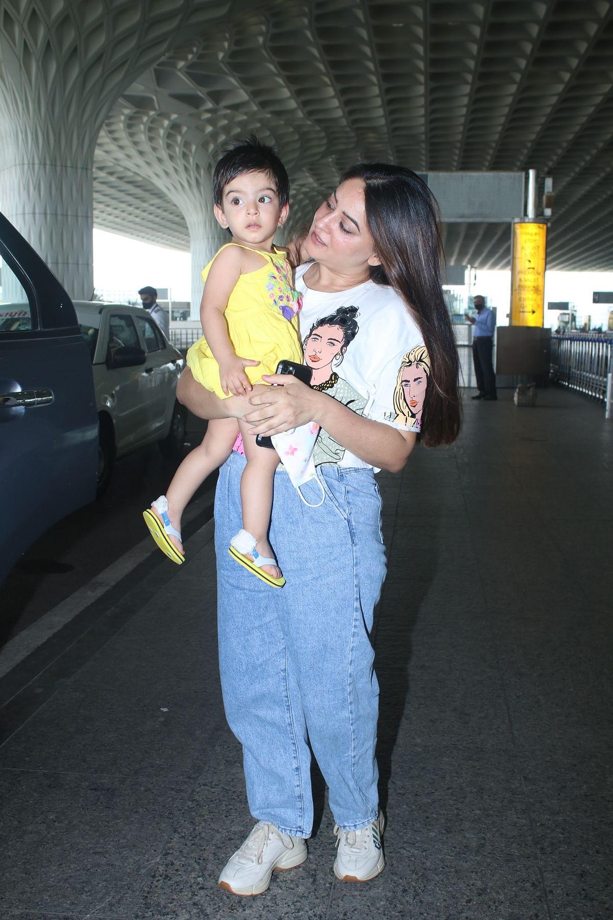 Watch: Mahhi Vij and daughter Tara's emotional goodbye at Mumbai airport has the internet in tears