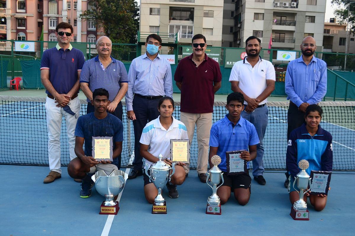 Winners with organisers
