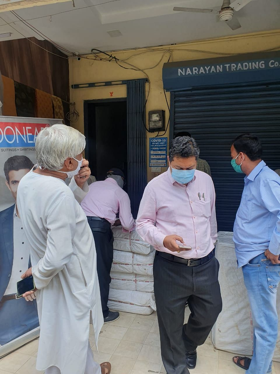 Ujjain: Corona patients, kin expose contacts to risk; panic prevails in VD Cloth Market as 2 traders die of Covid
