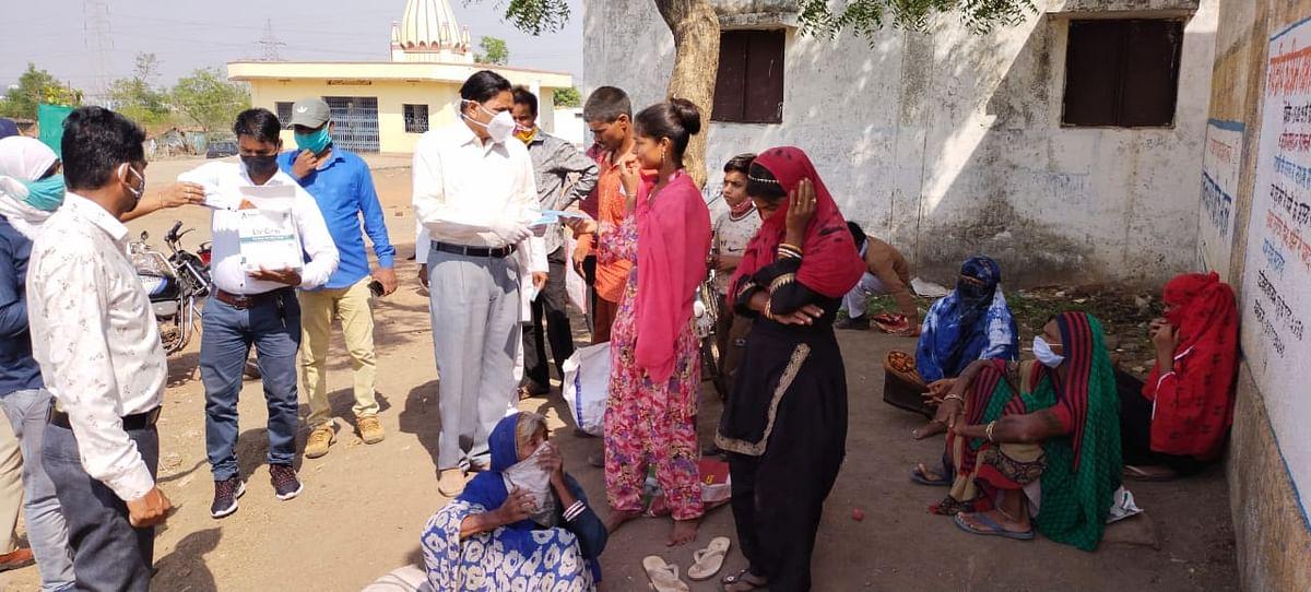 Bhopal: Atal Bihari Vajpayee Hindi University launches mask distribution drive, asks villagers to vaccinate