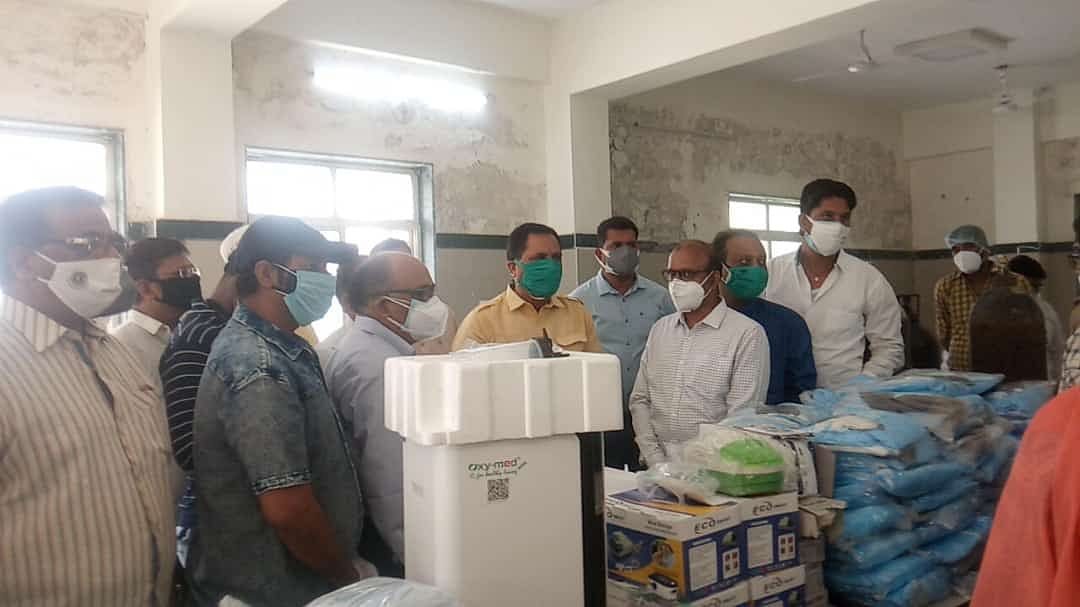 Madhya Pradesh: 10 oxygen cylinders, equipment donated to Covid Care Centre in Khachrod