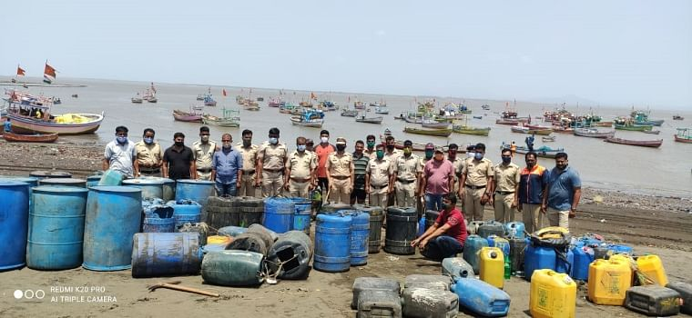 Virar: Special police teams conduct  simultaneous raids; bust six hooch brewing dens in Arnala